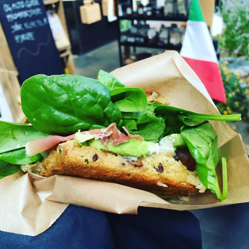 Prosciutto, avocado, spinach, artichoke cream on gluten free bread - Vita Boost, Torvehallerne
